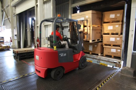 forklift large boxes
